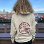 "HORNBÆK ""WAVE OF LIFE"" KOLLEKTION HOODIE  (SAND/ DEEP RED/GOLD )"